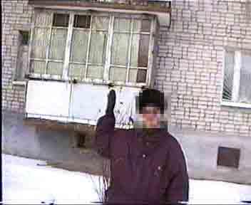 Николай на фоне балкона